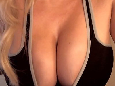 xoGisele CamWithHer shows of her huge tits up close and personal